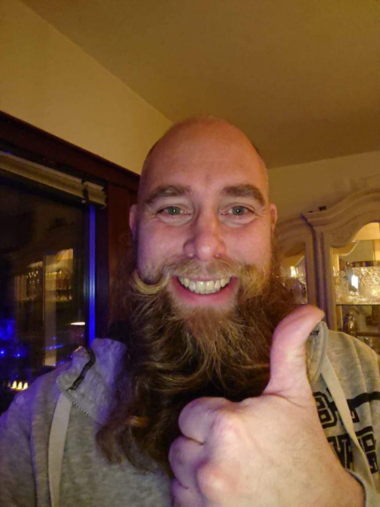 Täpp Lars är glad