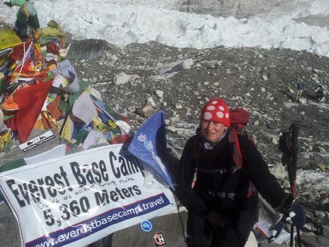 Christina vid Mount Everest Basecamp