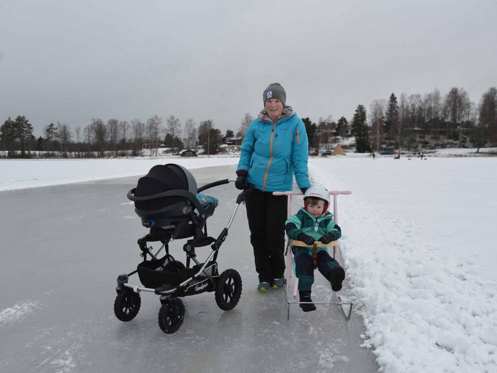 Lena Tåli med barnen Edith och Frans