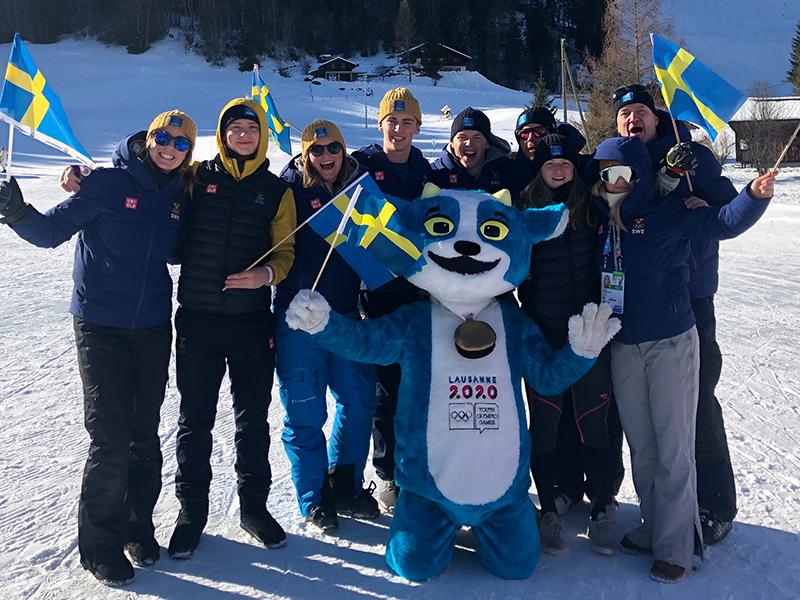 Svenska laget med maskoten