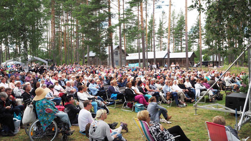Publik i Malungsfors Visfestival